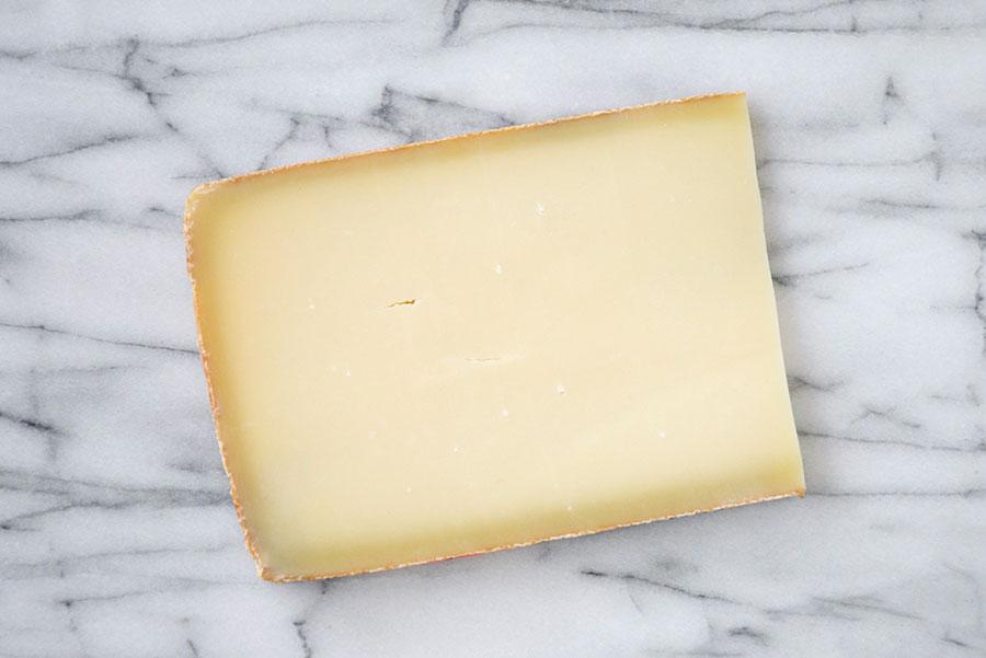 Cuña de queso gruyere