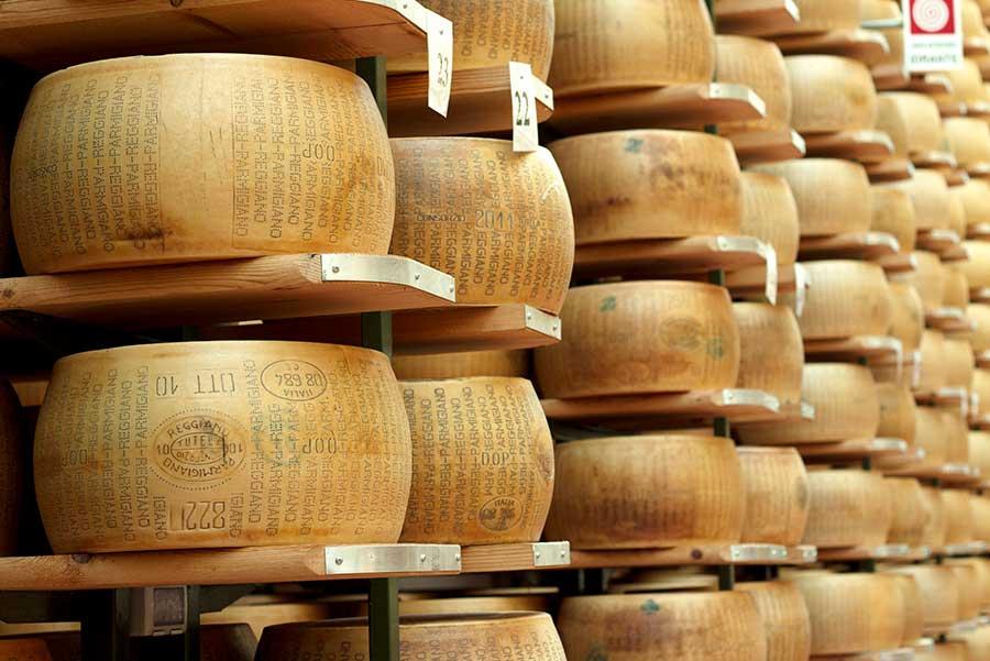 almacenamiento de queso parmesano